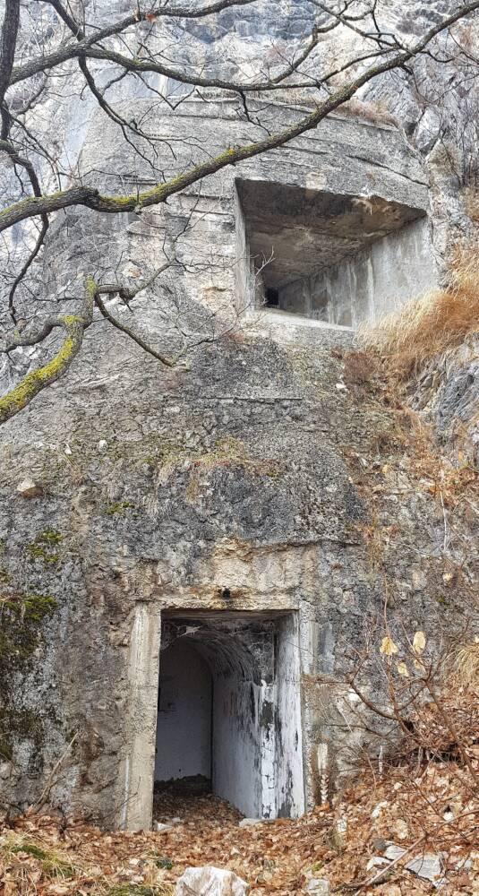 ingresso con postazione per mitragliatrice opera 4 Moiola